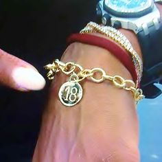Serena Welcomed into '18 Club' of Elite Tennis Players who have won 18 Grand SLAM Titles by fellow tenni greats Martina Navratilova & Chris Evert, who presented Serena with an Engraved 18K Gold Bracelet, at the 2014 US Open.