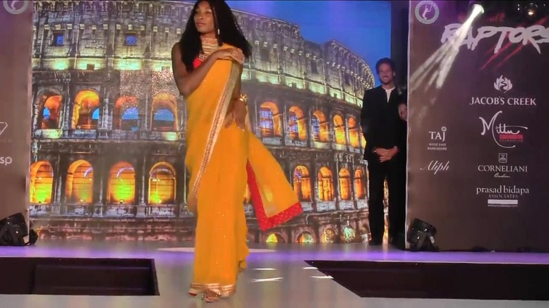 VID: Venus Williams Does Bollywood In Fashion Show