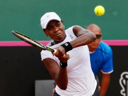Venus Williams of the U.S. hits a return to Maria Irigoyen of Argentina during their Fed Cup World Group II first round tennis match in Buenos Aires February 8, 2015. REUTERS/Enrique Marcarian (ARGENTINA - Tags: SPORT TENNIS)