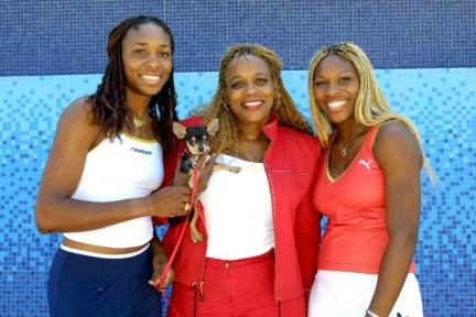 Venus and Serena Williams with Mother, Oracene. (Photo Source:www.gossipextra.com77)